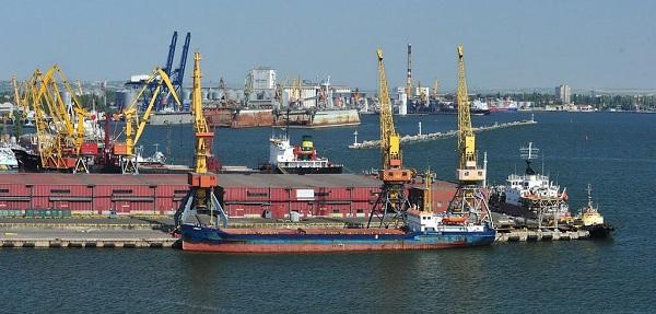 """Одесский морской порт: сухогруз растет, нефтеперевалка """"прыгает"""""""