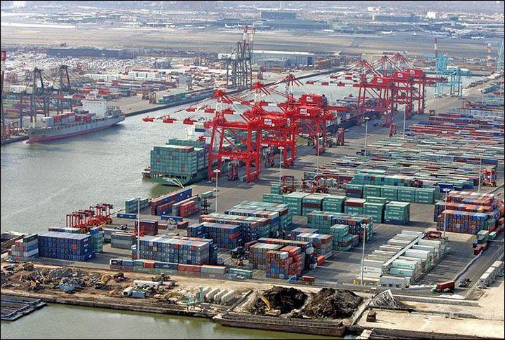 Торговая война грозит обвалить морские контейнерные перевозки из Китая в США