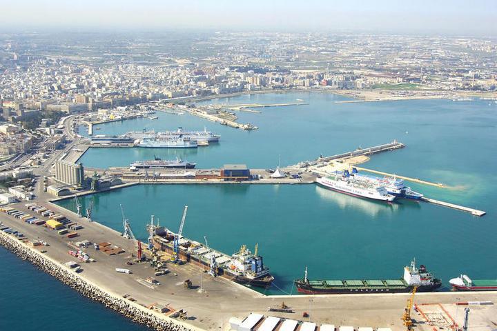 Италия и Украина намерены открыть паромные грузоперевозки между Черноморском и Бари